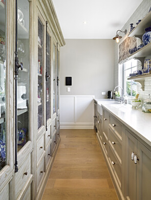 traditional country kitchen designers